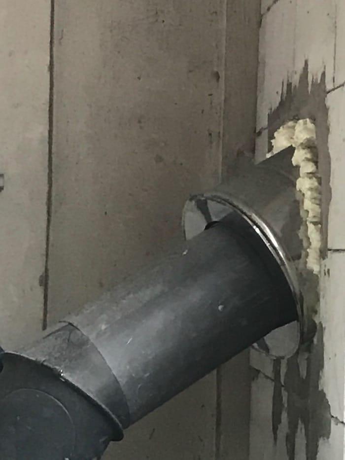 prechod komína cez stenu